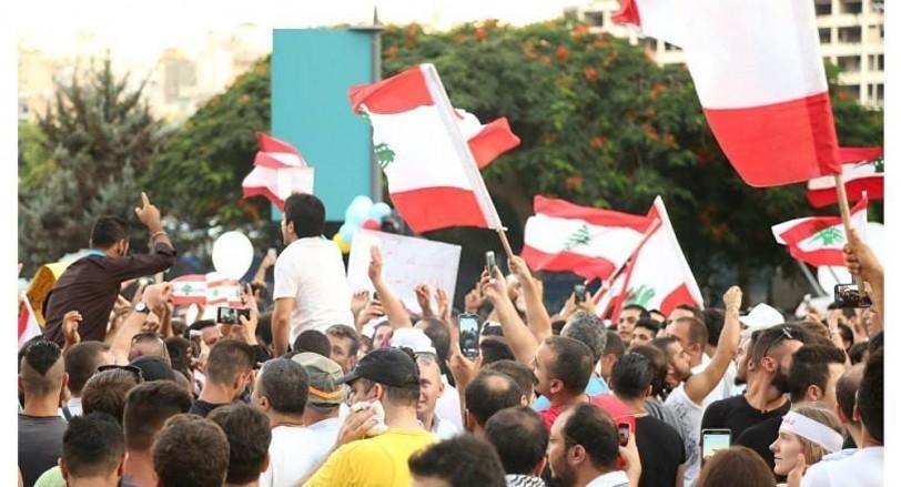 غضب الشارع يتصاعد في لبنان بسبب الضرائب الجديدة