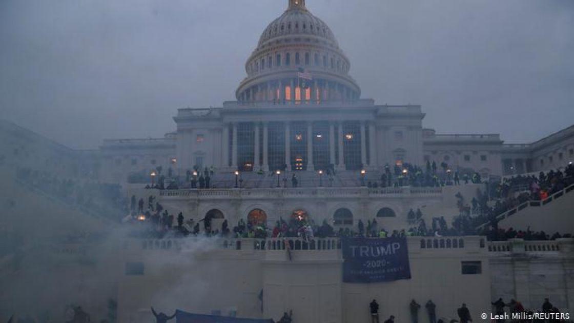 افتتاحية قاسيون 1000: أكبر من ترامب... أبعد من «الديمقراطية»