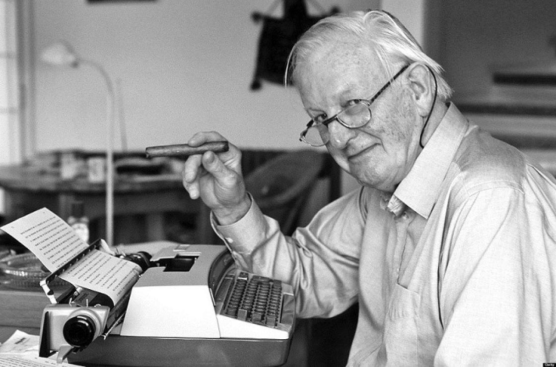رحيل الكاتب البريطاني توم شارب